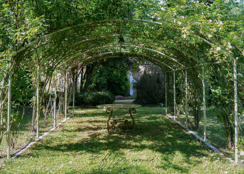 gazebo di rose agli Horti della Fasanara di Ferrara per Interno verde