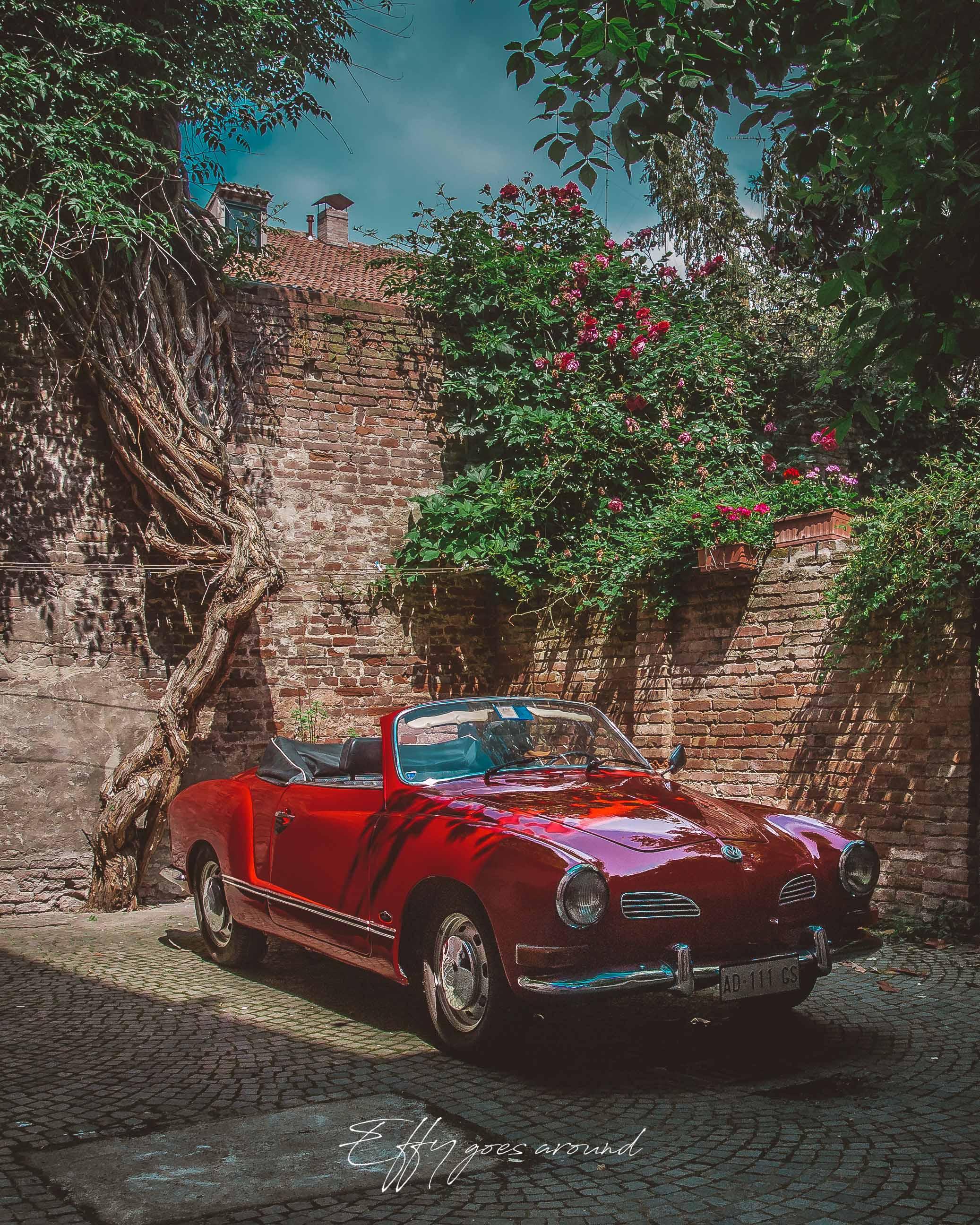 auto d'epoca nel giardino di via Zemola a Ferrara per Interno Verde
